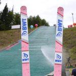 スキージャンプでよく見るピンクのスキー板のメーカーは?(平昌オリンピック)