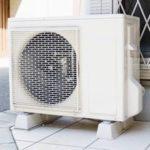 エアコンの室外機に水をかけるとよく冷える?電気代節約も?